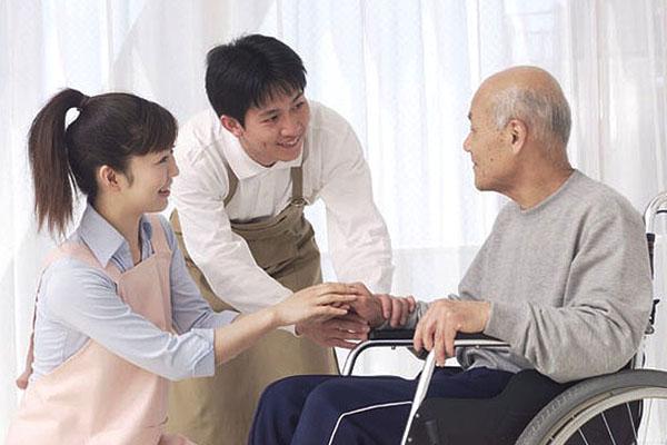 【正社員】有料老人ホームの介護職◆家族手当、住宅手当あり♪福利厚生充実【足柄上郡大井町】